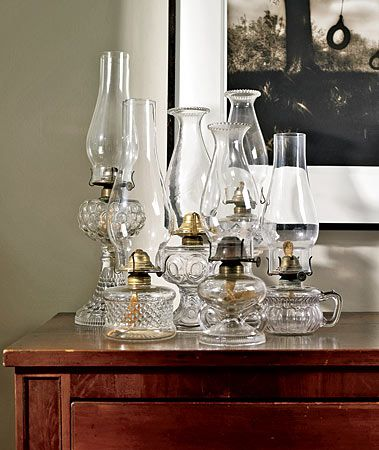 kolekcja szklanych lamp naftowych