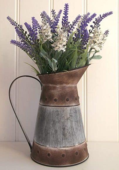 mosiężny pojemnik na kwiaty