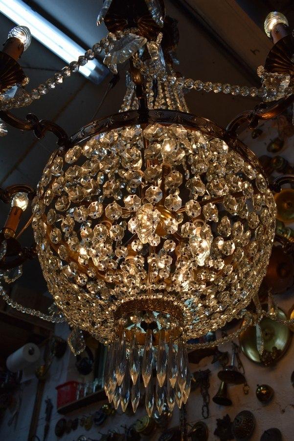 renowacja żyrandola z kryształami