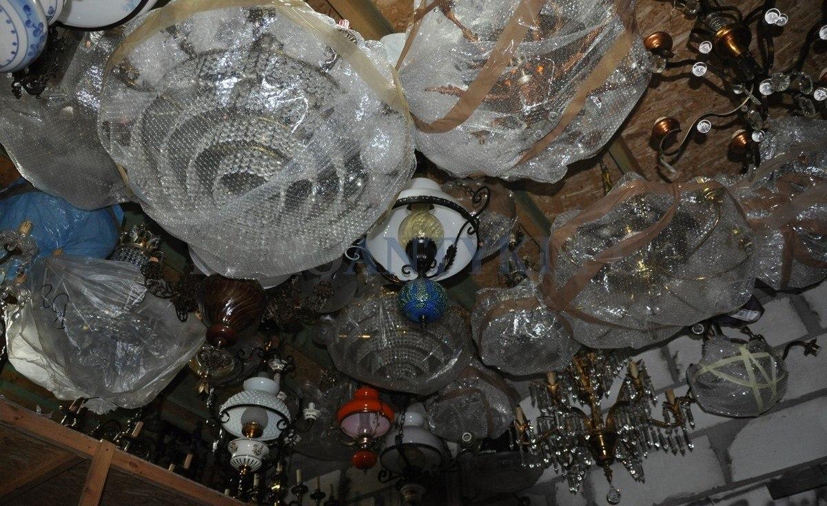 sklep ze starymi lampami